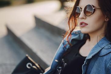 e20ab14d3a ... la calefacción o el aire acondicionado resecan la cornea, por lo que el  uso de lentes de sol puede ayudar a mantener la humedad de los ojos.